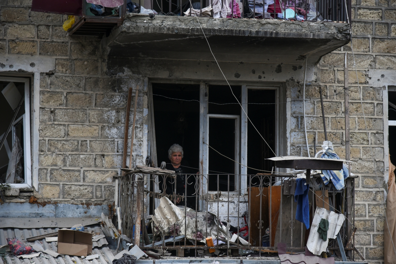 L'uso delle armi esplosive pesanti nelle città nel conflitto in Nagorno-Karabakh deve cessare